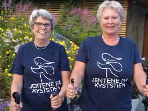 Kyststien er et populært turmål for Glommatraverne. For Anne Lise Andersen (til venstre) har de ukentlige turene bidratt til å få livet på rett spor. Også Ann Kristin Olausen er en flittig turgjenger. Foto: Hilde Hovland